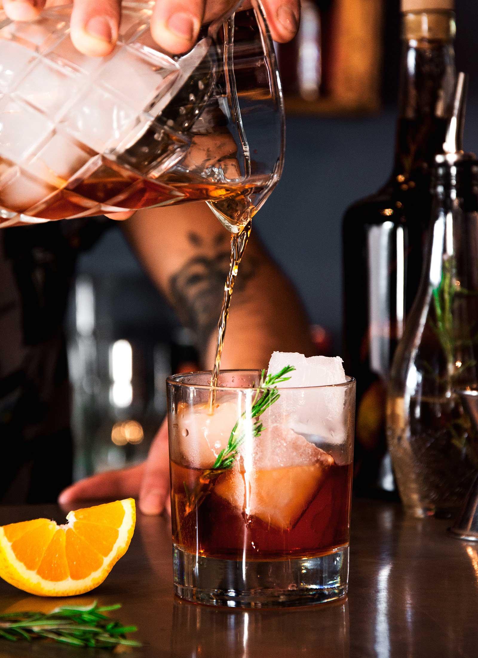 cocktail-bartender-ruca-bar-estudio-como